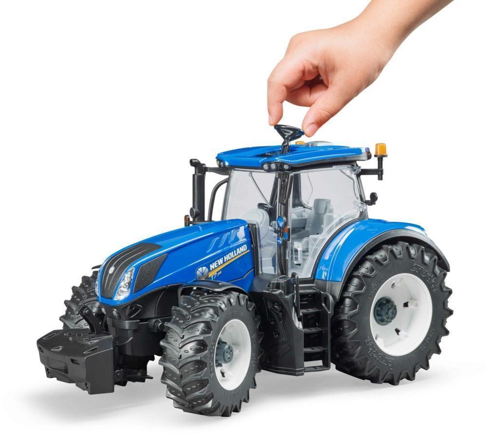 bruder-03120_traktor-New-Holland-otroske-igrace-1