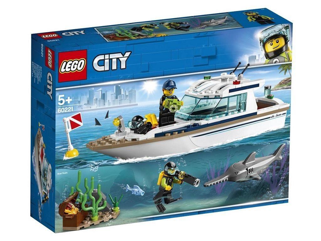lego-kocke-city-60221-jahta-1