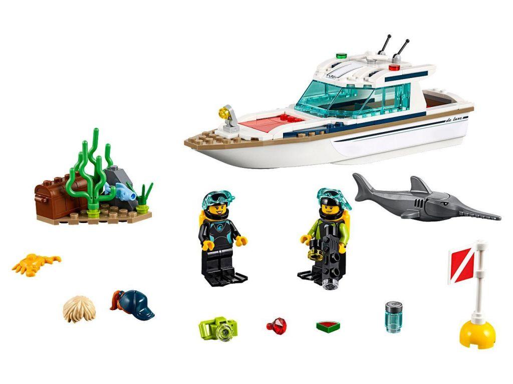 lego-kocke-city-60221-jahta-2