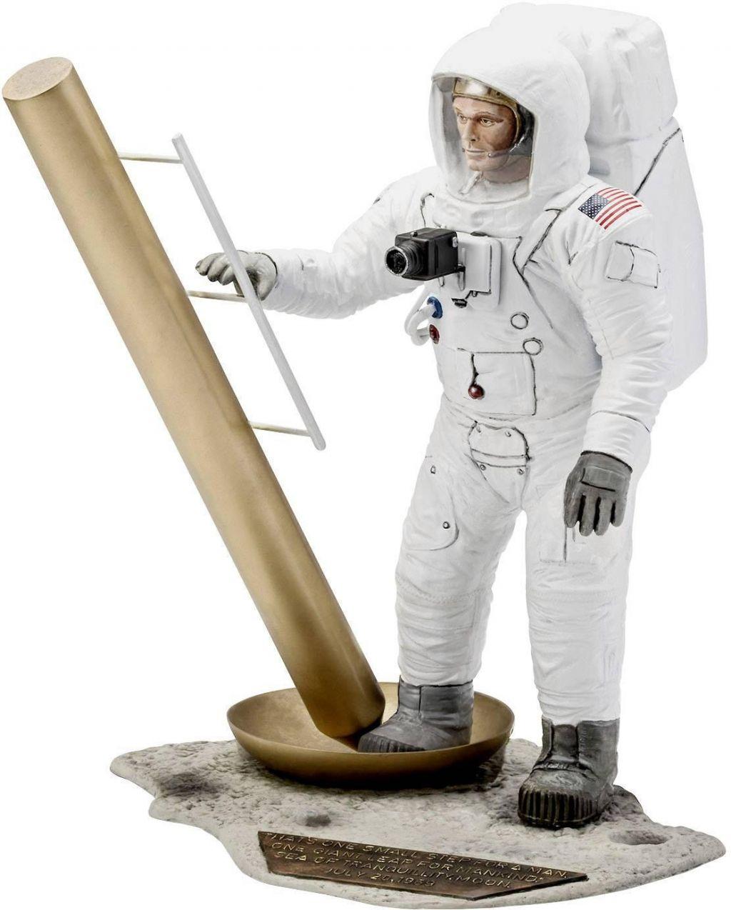 Revell model astronavta Apollo 11 Astronaut on the Moon (50 Years Moon Landing) 03702 1