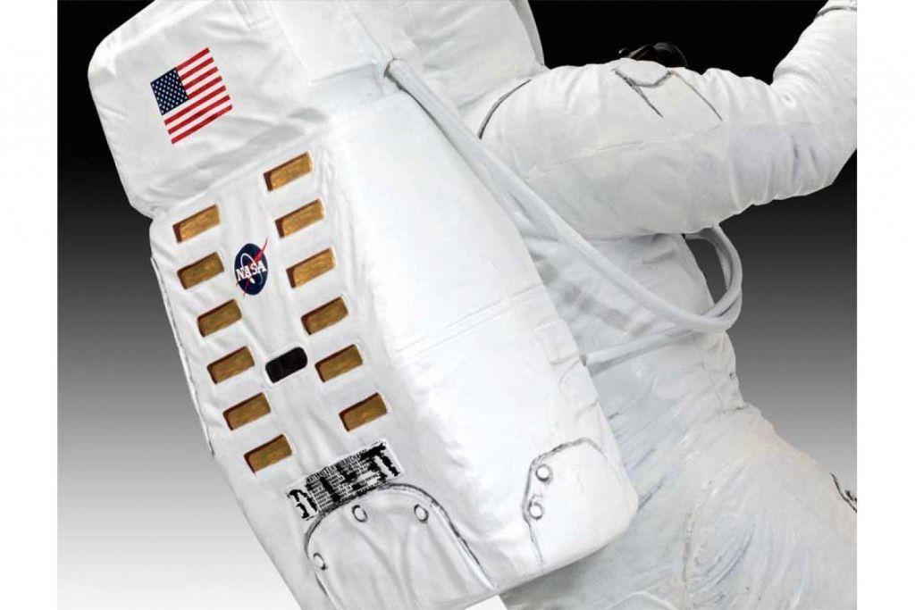 Revell model astronavta Apollo 11 Astronaut on the Moon (50 Years Moon Landing) 03702 4